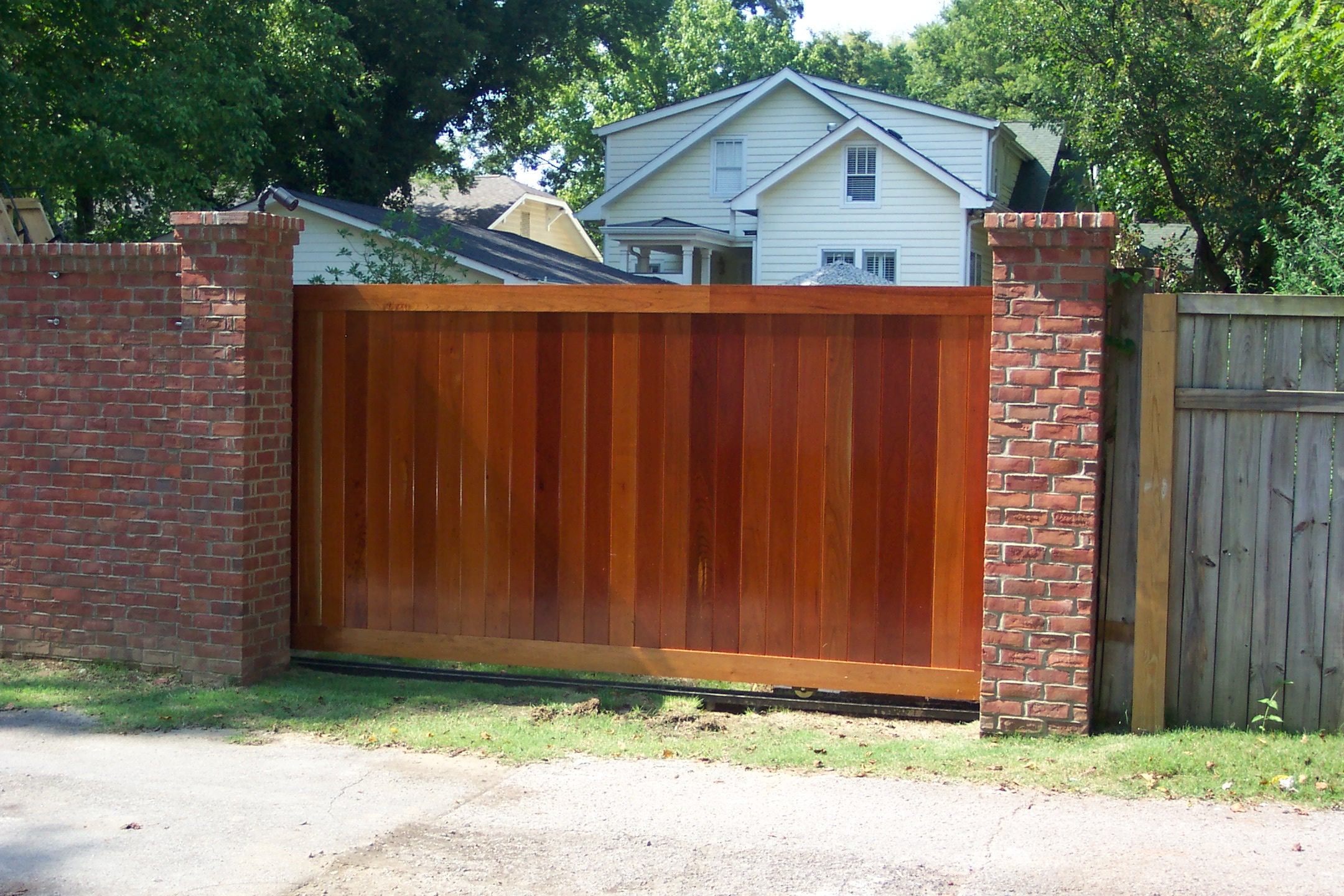 Wood driveway gate design irvine wood gates oc2